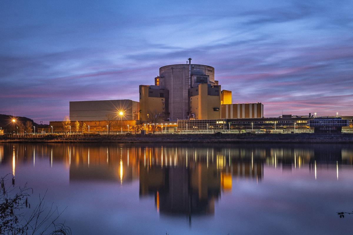 Le site nucléaire de Malville au crépuscule, vu depuis Flévieu (Ain), le jeudi 7 février 2019.